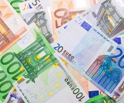 Voita 2500 euron arvosta käteistä